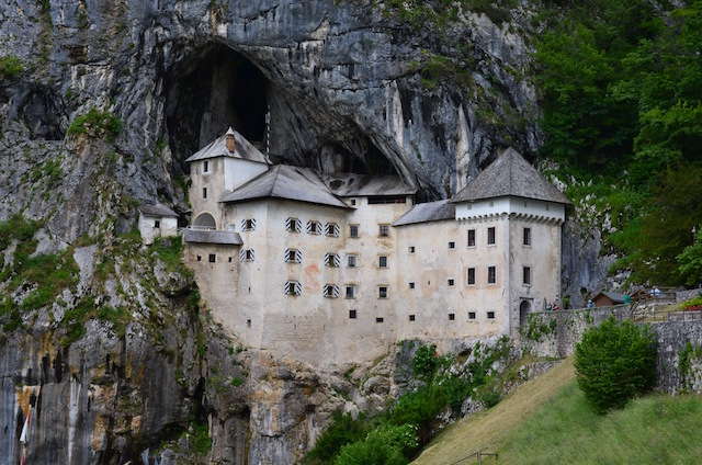 castello-di-prediama-e-sue-grotte